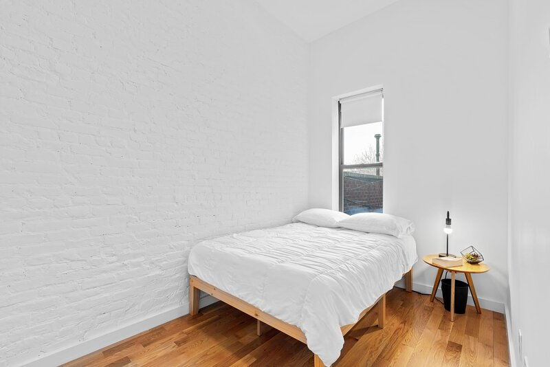 Vibrant 5BR Apt in Bed-Stuy NYC steps from G train, holiday rental in West Stockholm