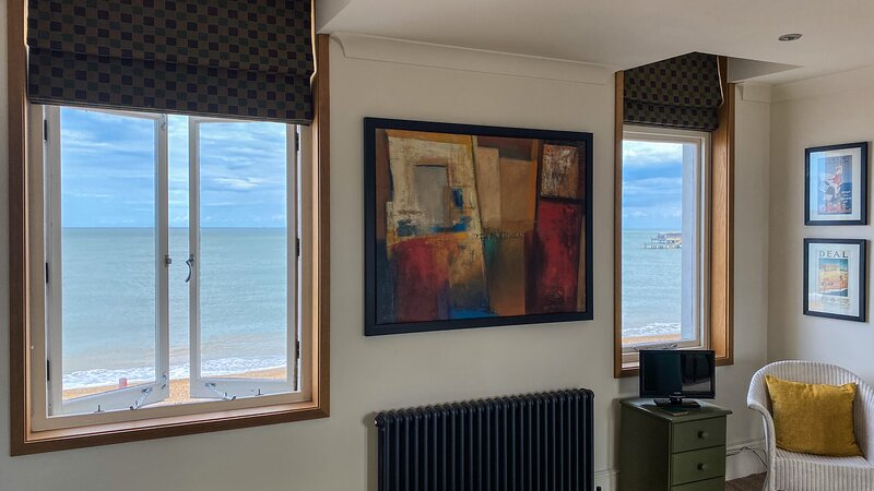 Stylish apartment on the beach, holiday rental in Walmer