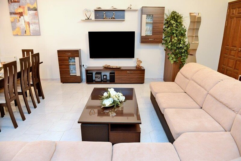 HARRY'S CHOICE a sunny modern apartment in Rhodes., holiday rental in Asgourou
