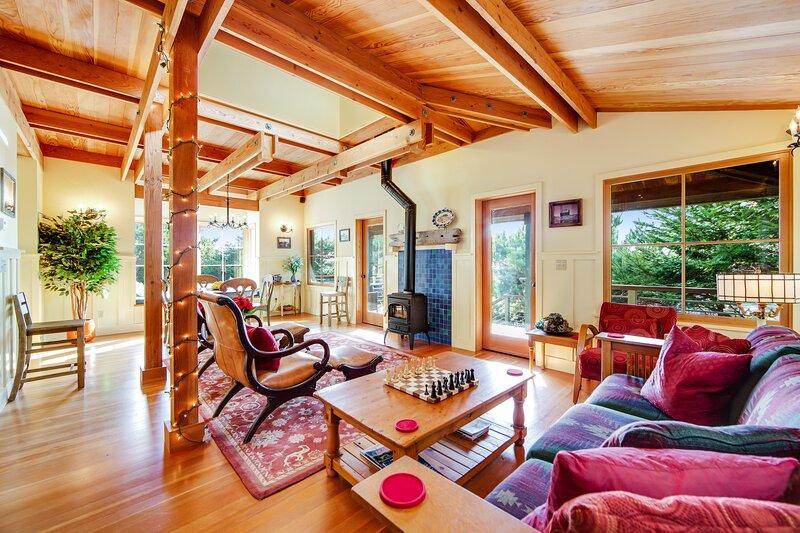 Unique coastal retreat boasting ocean views, spacious deck, lofted layout & WiFi, holiday rental in Anchor Bay
