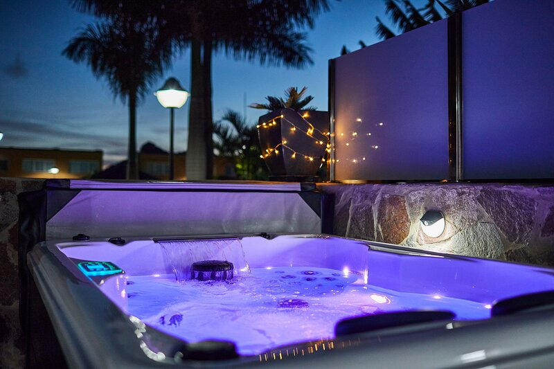 Villa Gisel & private Jacuzzi, holiday rental in La Playa de Tauro