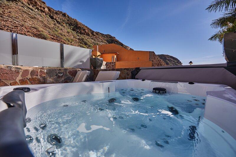 Villa Gisel & private Jacuzzi ' Covid free ', vacation rental in La Playa de Tauro