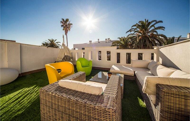 Stunning home in València with Outdoor swimming pool, WiFi and 5 Bedrooms (EBV0, holiday rental in Montroy