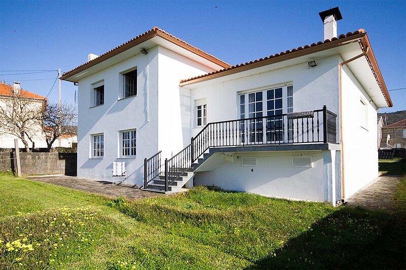 Villa - 4 Bedrooms - 101982, holiday rental in A Virxe Do Camino