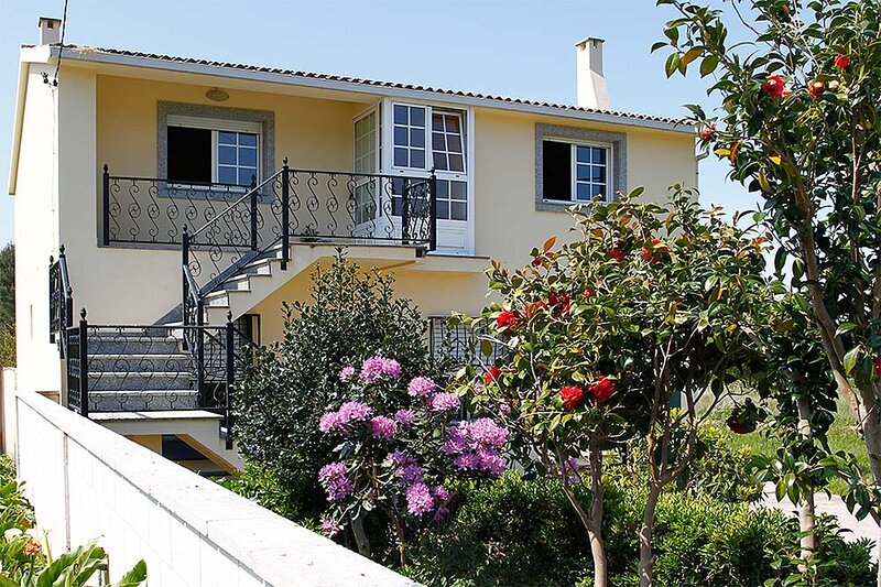 House - 3 Bedrooms - 102076, holiday rental in Mazaricos