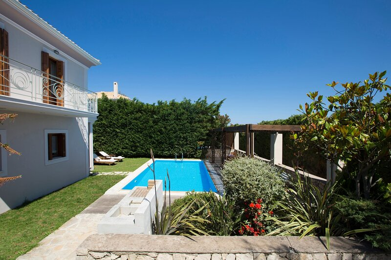 Aeriko-Varko Beachfront Villa with Stunning View and Private Pool., holiday rental in Mytikas