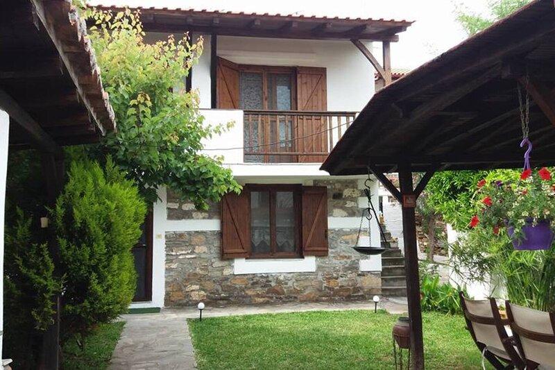 Petrino1880 a 19th century apartment in Chalkidiki, vacation rental in Ormos Panagias