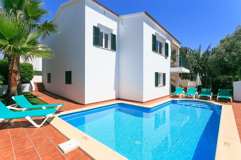 Villa Toymi: Large Private Pool, Walk to Beach, WiFi, location de vacances à Cala Blanca