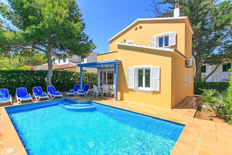 Villa Penny: Large Private Pool, Walk to Beach, A/C, WiFi, location de vacances à Cala Blanca