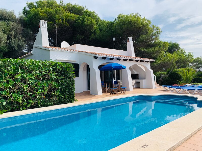 Villa Binibety: Large Private Pool, Walk to Beach, WiFi, Car Not Required, alquiler de vacaciones en Camarena