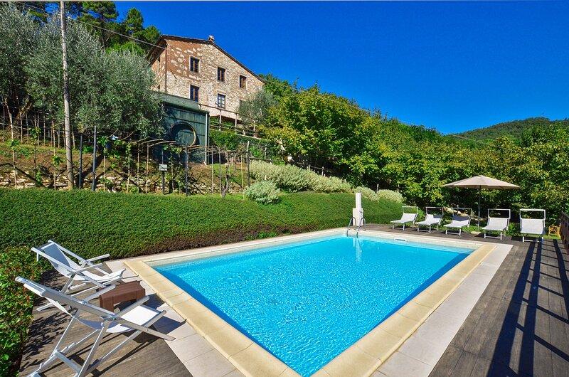Villa Casale di Rosa: Large Private Pool, WiFi, holiday rental in Orbicciano