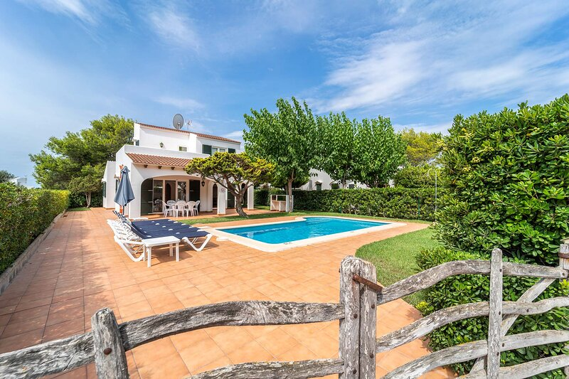 Villa Kandela: Large Private Pool, Walk to Beach, WiFi, Car Not Required, holiday rental in Cala Morell