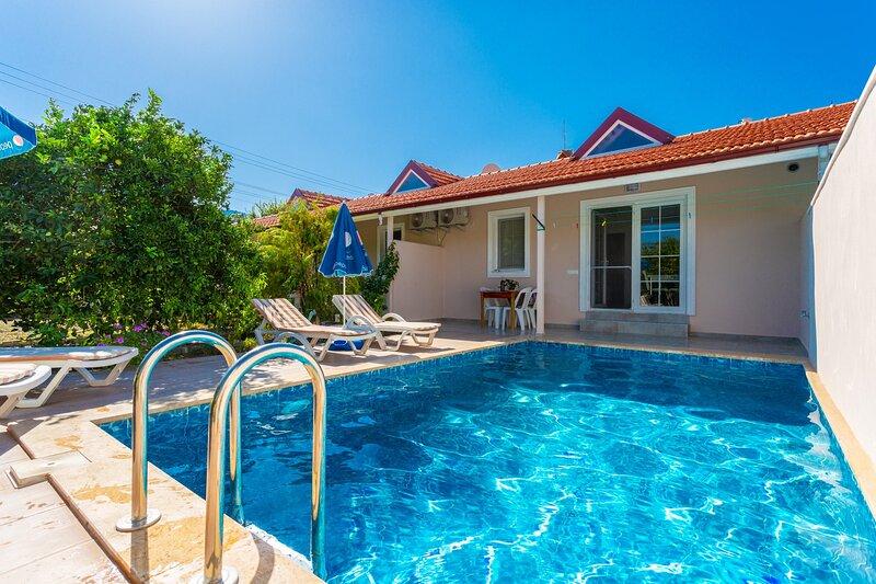 Villa Duman 2: Private Pool, A/C, WiFi, Car Not Required, alquiler vacacional en Okcular