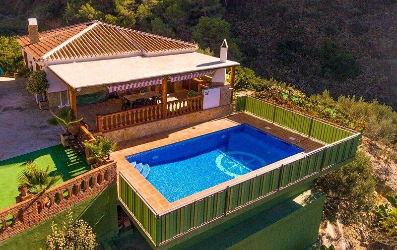 Villa Cecilia: Large Private Pool, A/C, WiFi, holiday rental in Maro