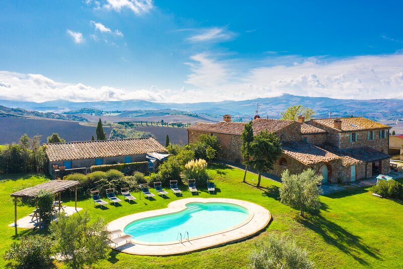 Villa Podere Belvedere: Large Private Pool, Sea Views, WiFi, vakantiewoning in Moltacino