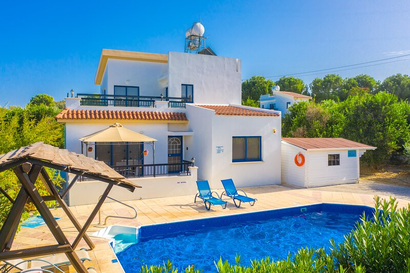 Villa Charoula Pente: Large Private Pool, A/C, WiFi, holiday rental in Steni