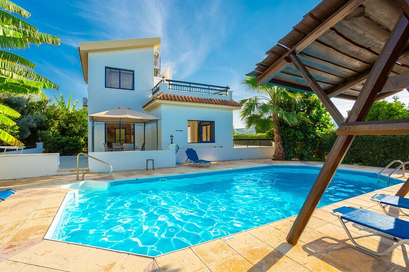Villa Charoula Exi: Large Private Pool, A/C, WiFi, holiday rental in Steni
