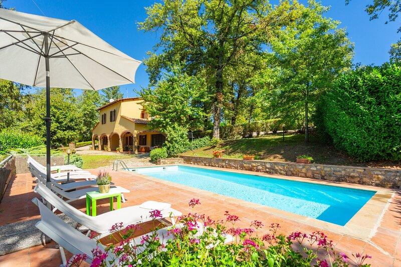 Villa Casa al Sole: Large Private Pool, WiFi, holiday rental in Radda in Chianti