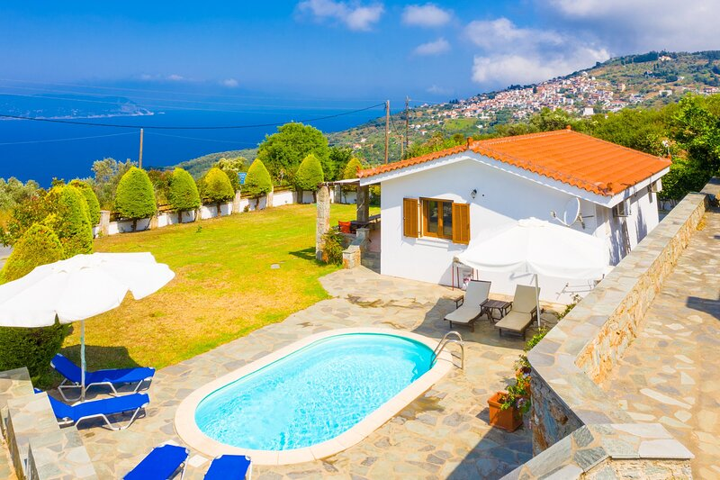 Villa Katerina: Private Pool, Sea Views, A/C, WiFi, holiday rental in Trachi