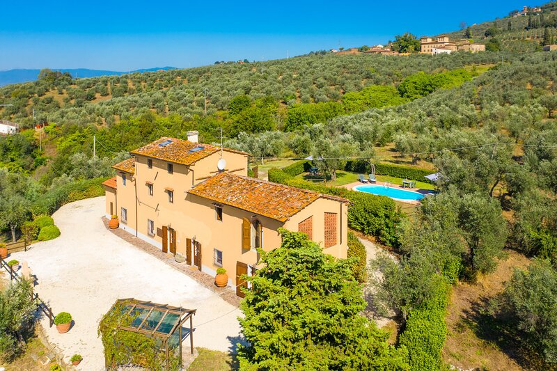 Villa Le Balze: Large Private Pool, WiFi, vacation rental in Mezzana