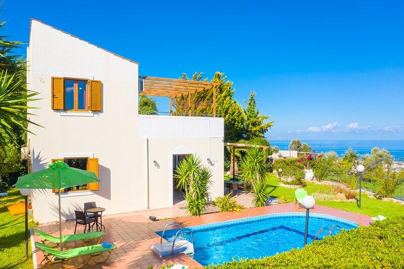 Villa Michalis: Large Private Pool, Sea Views, A/C, WiFi, vacation rental in Xiro Chorio
