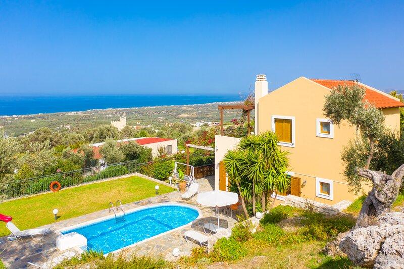 Villa Garifallia: Large Private Pool, Sea Views, A/C, WiFi, vacation rental in Giannoudion