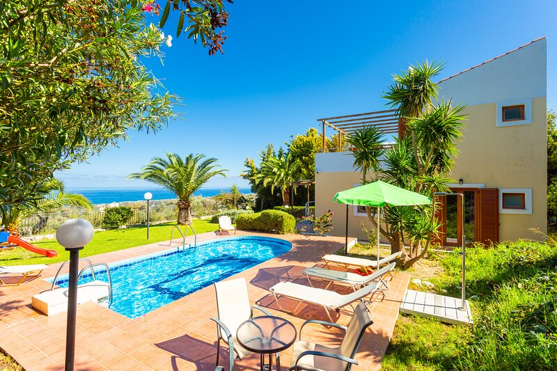 Villa Sevos: Large Private Pool, Sea Views, A/C, WiFi, Car Not Required, vacation rental in Giannoudion