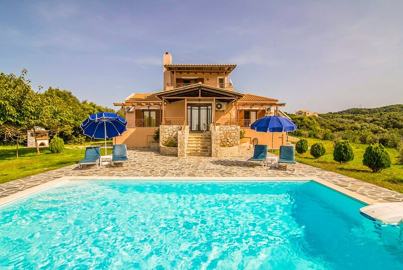 Villa Aetos: Large Private Pool, Sea Views, A/C, WiFi, Eco-Friendly, alquiler de vacaciones en Assos