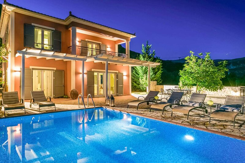 Villa Stars: Large Private Pool, Sea Views, A/C, WiFi, aluguéis de temporada em Katelios