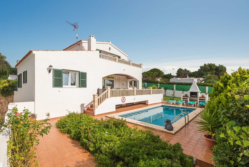Villa Rasen: Large Private Pool, Walk to Beach, Sea Views, A/C, WiFi – semesterbostad i Sant Climent
