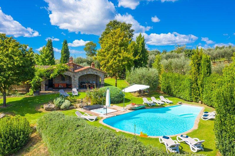Villa Casale Silvia: Large Private Pool, A/C, WiFi, vacation rental in Terni