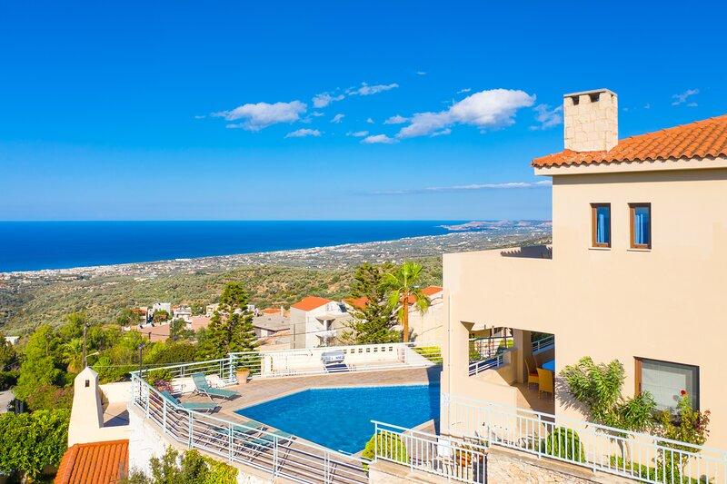Villa Selini: Private Pool, Sea Views, A/C, WiFi, Eco-Friendly, aluguéis de temporada em Roussospiti