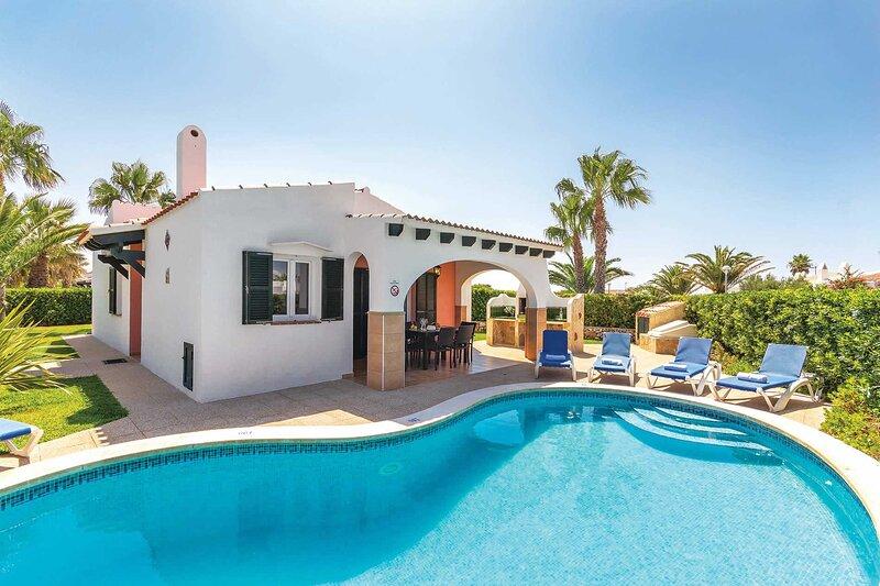 Villa Juana: Large Private Pool, A/C, WiFi, alquiler vacacional en Cap d'Artrutx