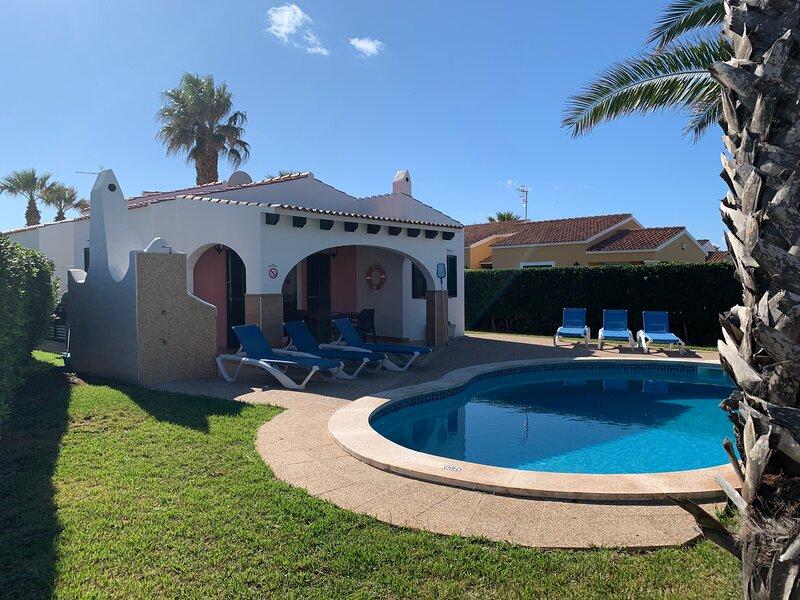 Villa Clariana: Large Private Pool, A/C, WiFi, alquiler vacacional en Cap d'Artrutx