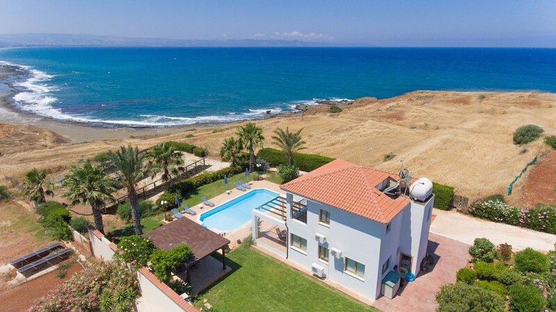 Villa Pelagos: Large Private Pool, Walk to Beach, Sea Views, A/C, WiFi, holiday rental in Nea Dimmata