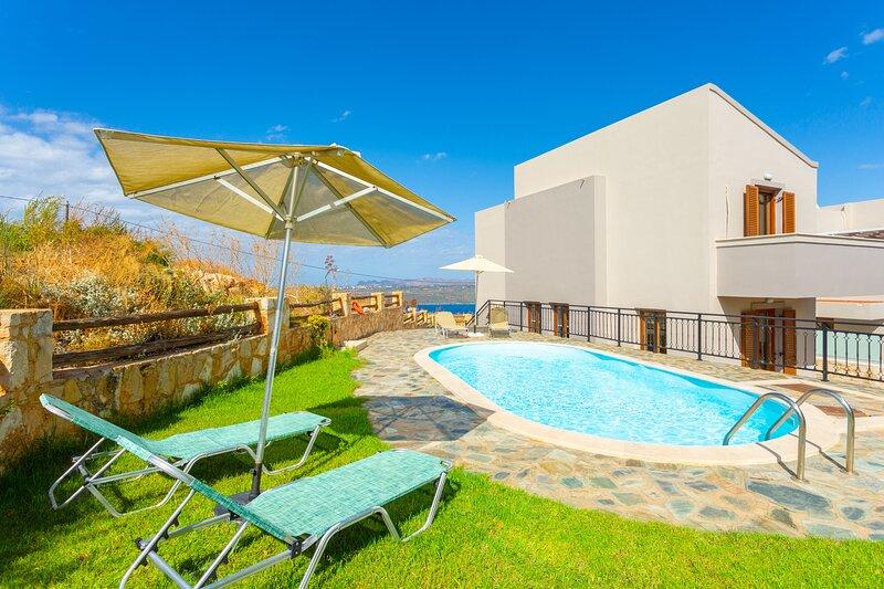 Villa Stratos: Large Private Pool, Sea Views, A/C, WiFi, Eco-Friendly, location de vacances à Malaxa