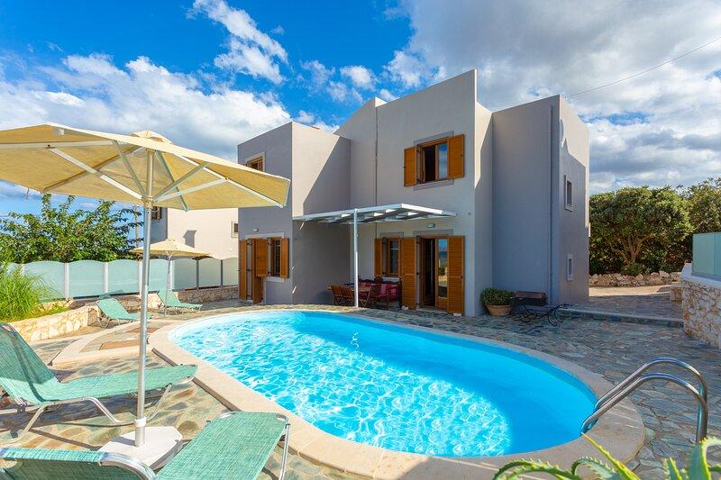 Villa Konstantina: Large Private Pool, Sea Views, A/C, WiFi, Eco-Friendly, location de vacances à Malaxa