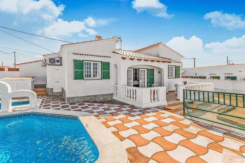 Villa Eugenia: Large Private Pool, A/C, WiFi, alquiler de vacaciones en Menorca