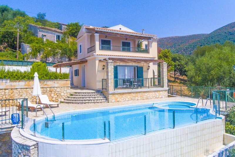 Villa Magda: Large Private Pool, Sea Views, A/C, WiFi, holiday rental in Peritheia