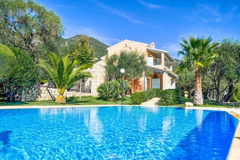 Villa Malama: Large Private Pool, Sea Views, A/C, WiFi, location de vacances à Spartilas