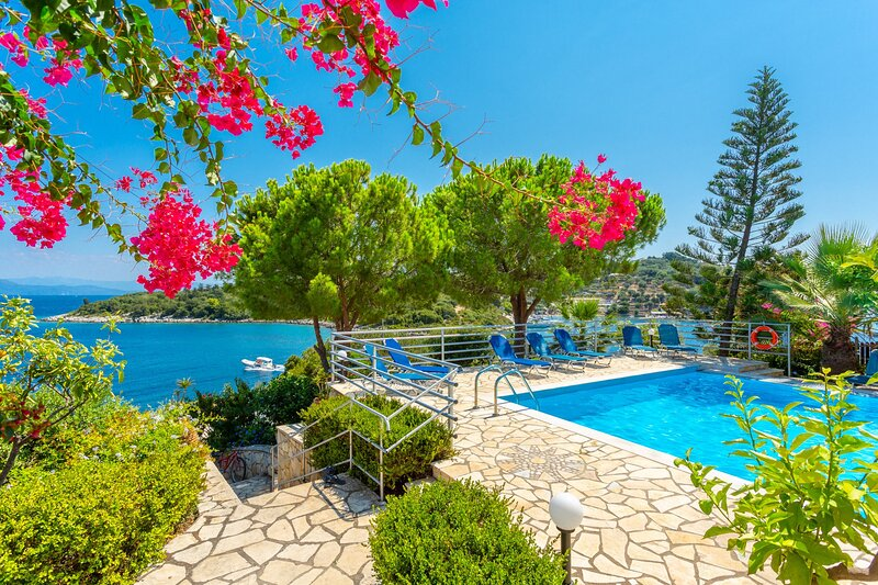 Dolphin Villa 1: Swimming Pool, Walk to Beach, Sea Views, A/C, WiFi, vacation rental in Lakka