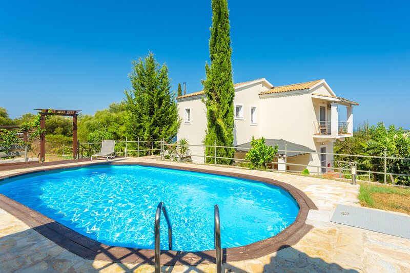 Villa Mavrikia: Large Private Pool, A/C, WiFi, Eco-Friendly, holiday rental in Nymfes