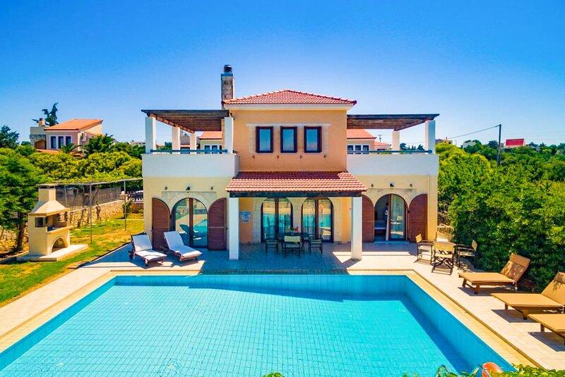 Villa Nikolas: Large Private Pool, A/C, WiFi, holiday rental in Kefalas