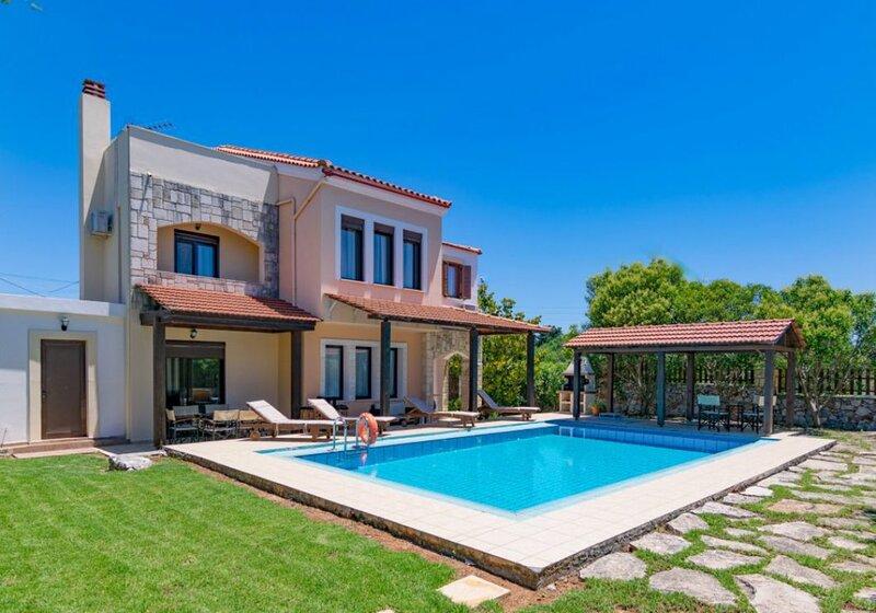 Ekklisies Tria: Large Private Pool, A/C, WiFi, holiday rental in Kefalas