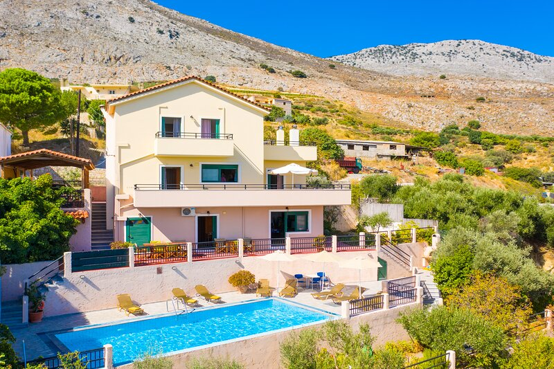 Villa Zeus: Large Private Pool, Sea Views, A/C, WiFi, location de vacances à Tylissos