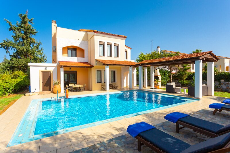 Villa Kefalas: Large Private Pool, A/C, WiFi, holiday rental in Kefalas