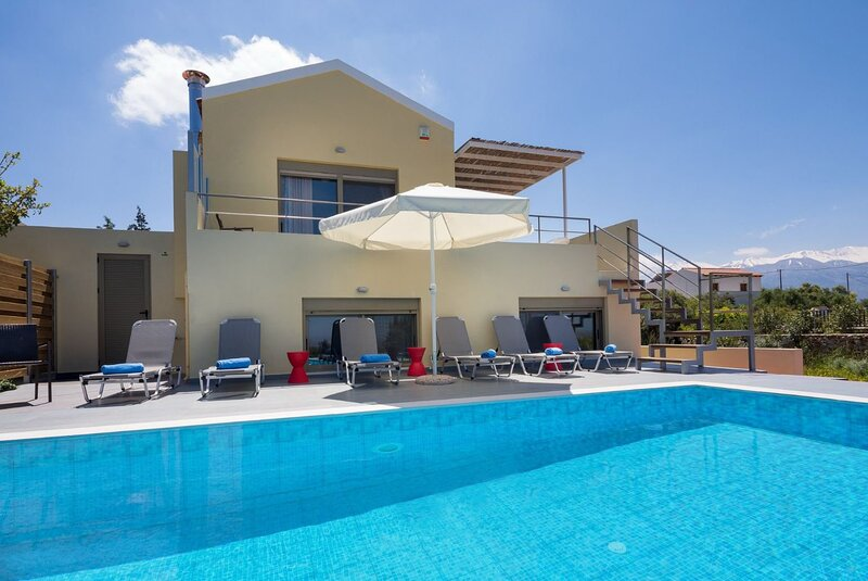 Villa Arda: Large Private Pool, Sea Views, A/C, WiFi, holiday rental in Sellia