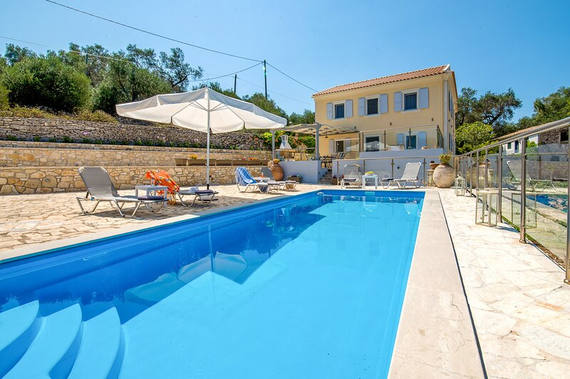 Villa Constadina: Large Private Pool, A/C, WiFi, vacation rental in Loggos