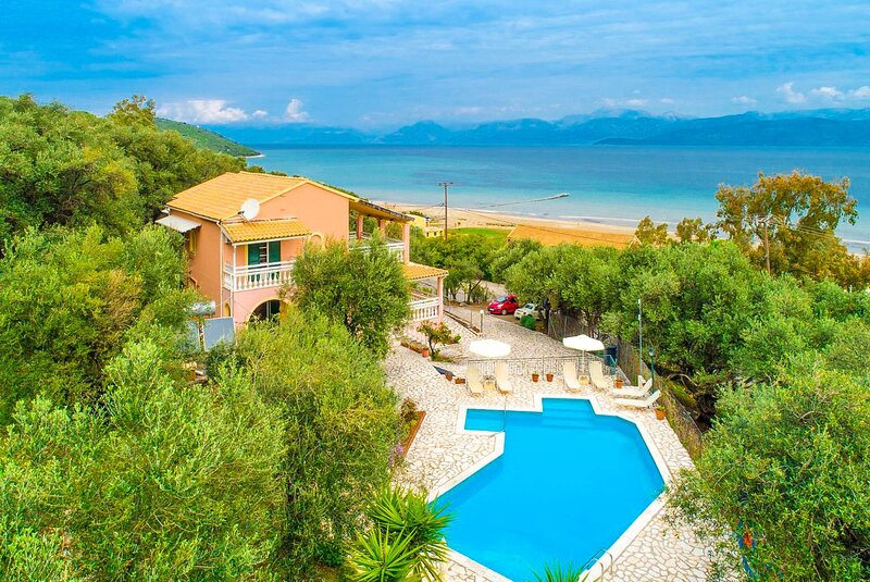 Villa Thespina: Large Private Pool, Walk to Beach, Sea Views, A/C, WiFi, holiday rental in Apraos