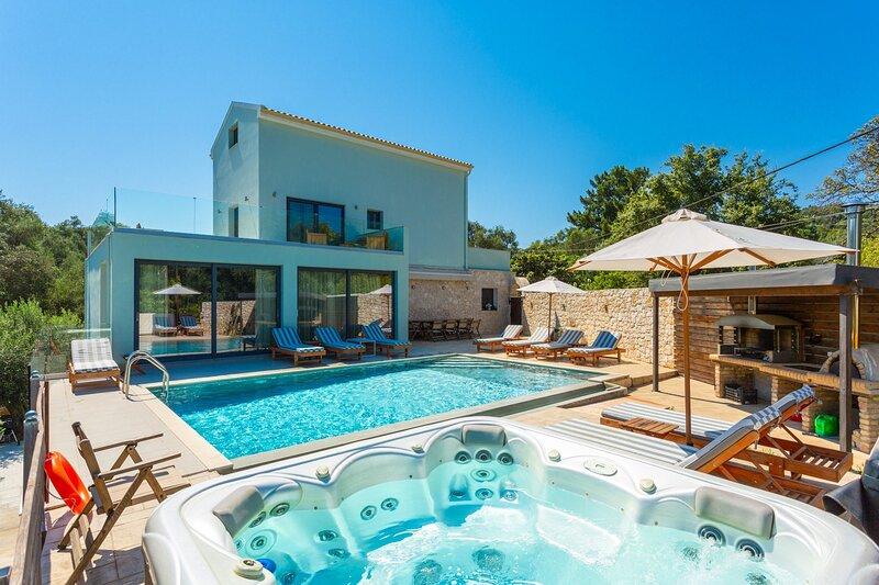 Villa Eleanna: Large Heated Private Pool, Sea Views, A/C, WiFi, Eco-Friendly, aluguéis de temporada em Agnitsini